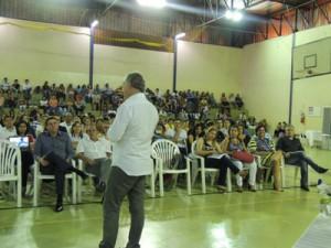 Consultor Cláudio Forner incentiva empreendedorismo em palestra no UNIARAXÁ