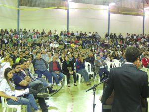 Cerca de 1,3 mil pessoas assistem à palestra sobre Eleições Limpas e Voto Consciente no UNIARAXÁ