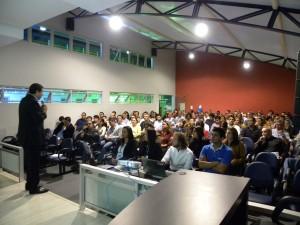 Reitor do UNIARAXÁ recebe professores e destaca novas tecnologias e qualidade do ensino