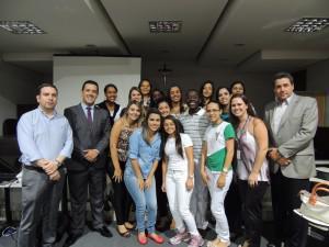 Conselho de Fisioterapia homenageia UNIARAXÁ e entrega crachás para estagiários