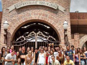 Alunos do UNIARAXÁ realizam visita técnica em cervejaria