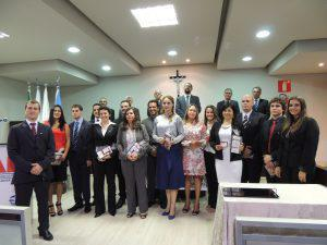OAB Araxá entrega carteiras para novos advogados e estagiárias