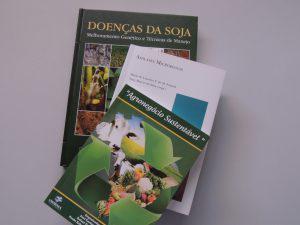 Publicações do Curso de Agronomia do UNIARAXÁ auxiliam na produção rural