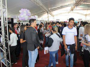 Mostra de Profissões recebe mais de dois mil alunos do Ensino Médio no UNIARAXÁ