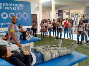 Alunos de Fisioterapia do UNIARAXÁ visitam Centro de Reabilitação do Cruzeiro