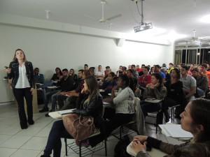 Com foco no trabalhador, atividades movimentam cursos da área de Saúde no UNIARAXÁ