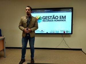 Professor do UNIARAXÁ se destaca em workshop sobre Gestão de Pessoas na Espanha